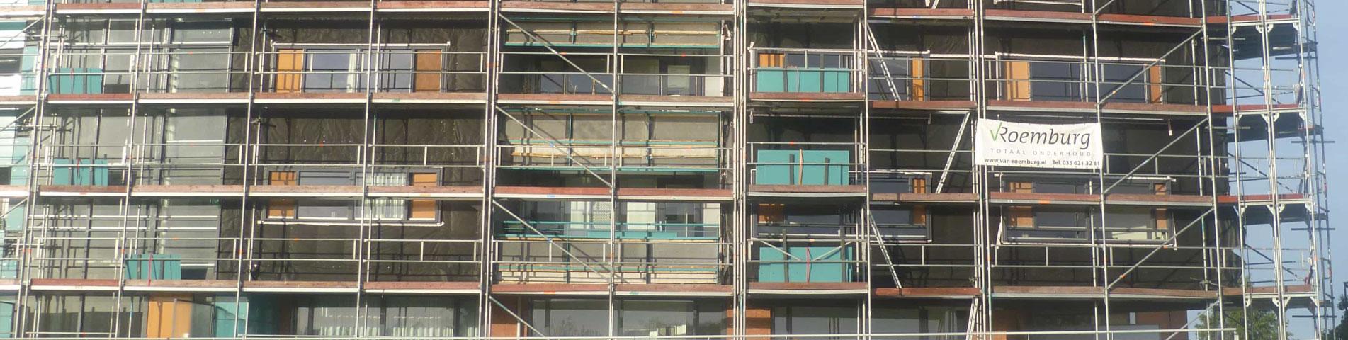 Van Roemburg Totaal Onderhoud header afbeelding gebouw in de steigers
