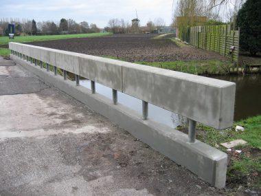Na situatie van het beton van de brug